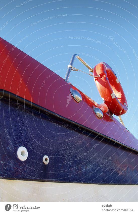 Rettung in Sicht(weite) Himmel blau Wasser Ferien & Urlaub & Reisen rot Spielen See Wasserfahrzeug orange Freizeit & Hobby Sicherheit Hafen Jacht Reling