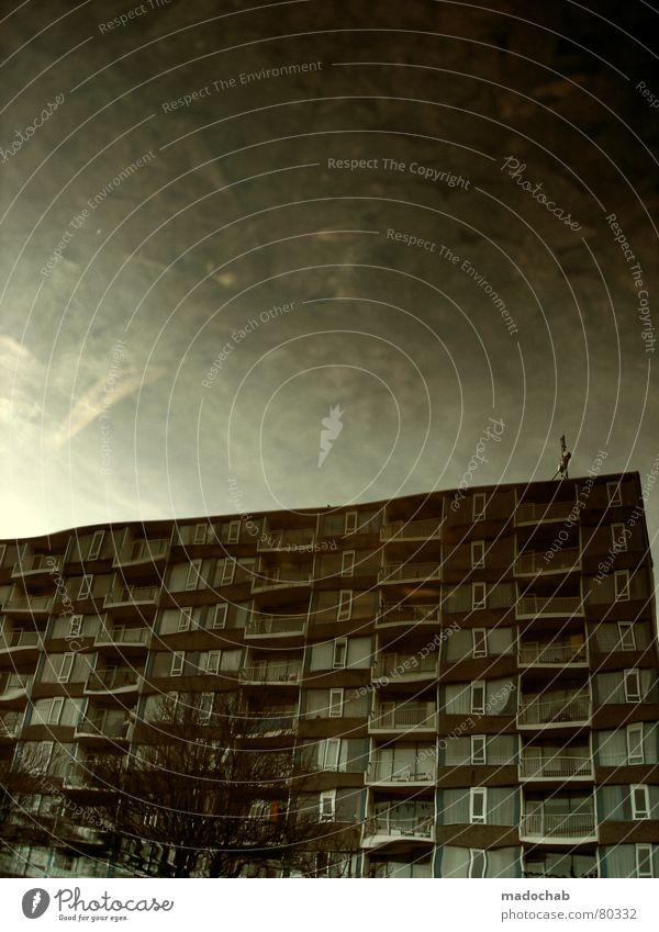 ATLANTIS III Himmel Stadt blau Wasser Wolken Haus dunkel Fenster Straße Leben Architektur Traurigkeit Herbst Gebäude Freiheit fliegen
