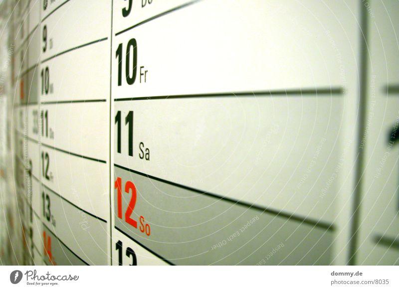 bald ist es wieder soweit Tag grau rot Jahr Monat Makroaufnahme Nahaufnahme Kalender Ziffern & Zahlen Kasten 365