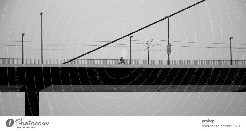 Zwischen Schräg und Ziel unsozial Einsamkeit Geometrie Lampe schwarz Verkehr Straßenverkehr trist Menschenleer Brückenpfeiler Fahrrad Ferien & Urlaub & Reisen