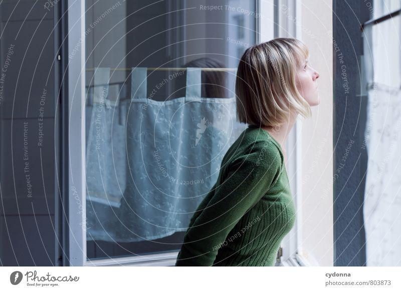 Ausblick Raum Bildung Mensch Junge Frau Jugendliche Leben 18-30 Jahre Erwachsene Fenster Beginn Beratung Einsamkeit entdecken Erwartung Freiheit