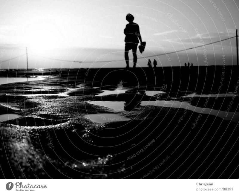 Titellos Frau Wasser Sonne Meer Sommer Strand Ferien & Urlaub & Reisen ruhig Einsamkeit Ferne Stil Sand Wasserfahrzeug hell Küste Erwachsene