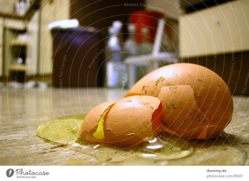war es Mord ? Küche gelb Langzeitbelichtung Ei kaput zeschlagen Bodenbelag