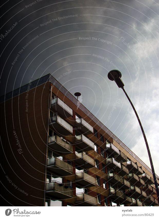 2007...alles wird Flut alt Himmel Haus Wolken gelb Farbe Wand Fenster Mauer Gebäude braun orange Armut Hochhaus Hoffnung