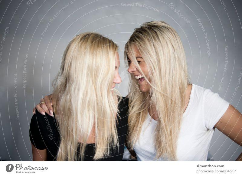 Lachen Mensch Jugendliche Freude 18-30 Jahre Erwachsene Leben Liebe feminin Glück Familie & Verwandtschaft Haare & Frisuren Zusammensein Freundschaft blond Fröhlichkeit Lebensfreude