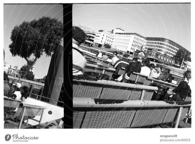 zweiteilig II Bootsfahrt analog Wasserfahrzeug Stadt London Schwarzweißfoto Ausflug Landschaft