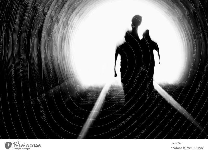 Eintauchen Mensch dunkel Gefühle Wege & Pfade Traurigkeit hell gehen Angst laufen trist Hoffnung Ewigkeit Gleise Flüssigkeit Verkehrswege Tunnel