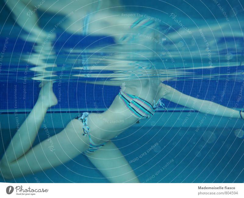 Unterwasserballett elegant Wassersport Schwimmen & Baden Schwimmbad feminin Junge Frau Jugendliche Körper 1 Mensch 18-30 Jahre Erwachsene Bikini Bewegung