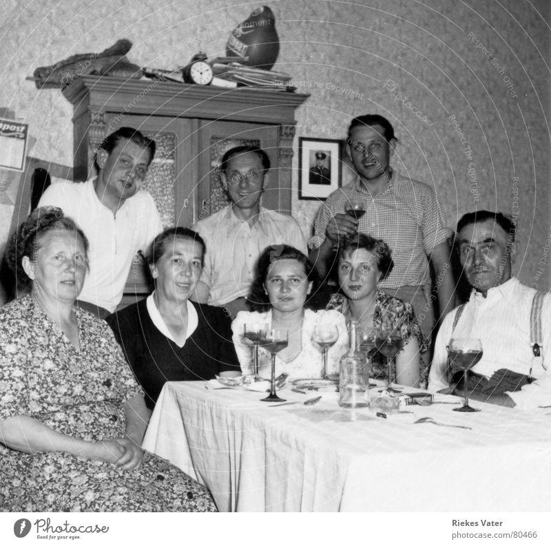Familie Familie & Verwandtschaft Frau Mann alt Freude Party Menschengruppe lachen Paar Feste & Feiern Fotografie Tisch Hoffnung Fröhlichkeit Mutter