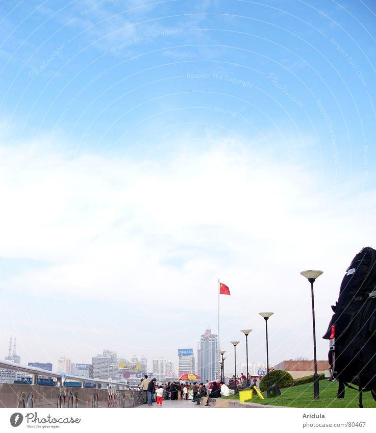 shanghai_03 Himmel Stadt blau Ferien & Urlaub & Reisen Wolken Haus Mauer Küste Hochhaus Tourismus Freizeit & Hobby Fahne Spaziergang Asien China Laterne