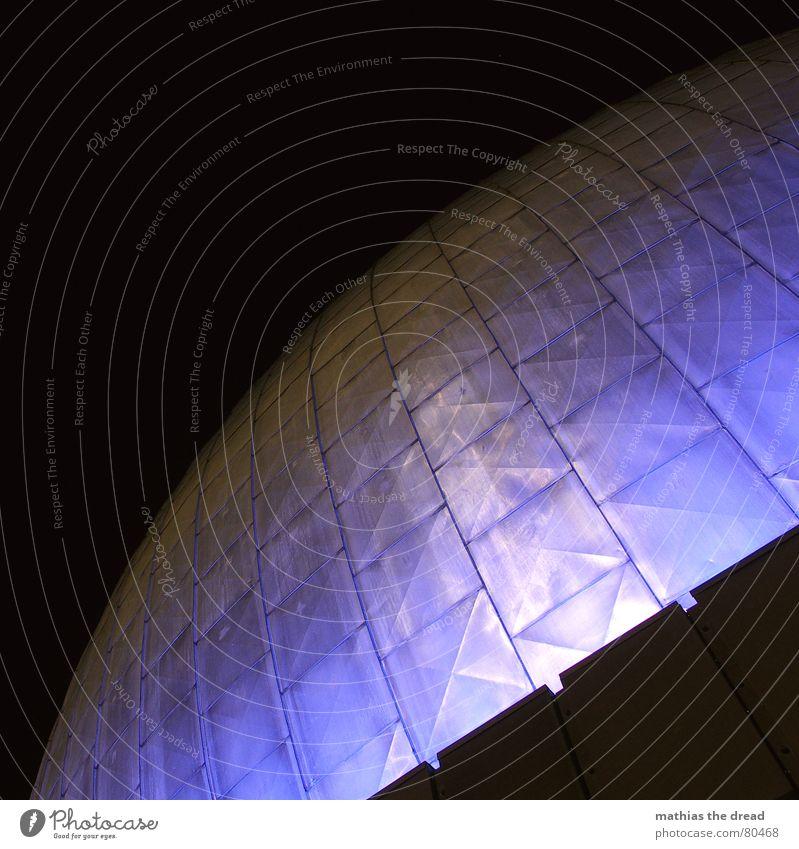 der blaue riesen pils Haus Gebäude Linie Beleuchtung Fassade Ecke rund Turm Streifen Wissenschaften Kugel Fliesen u. Kacheln Furche Blech Studium