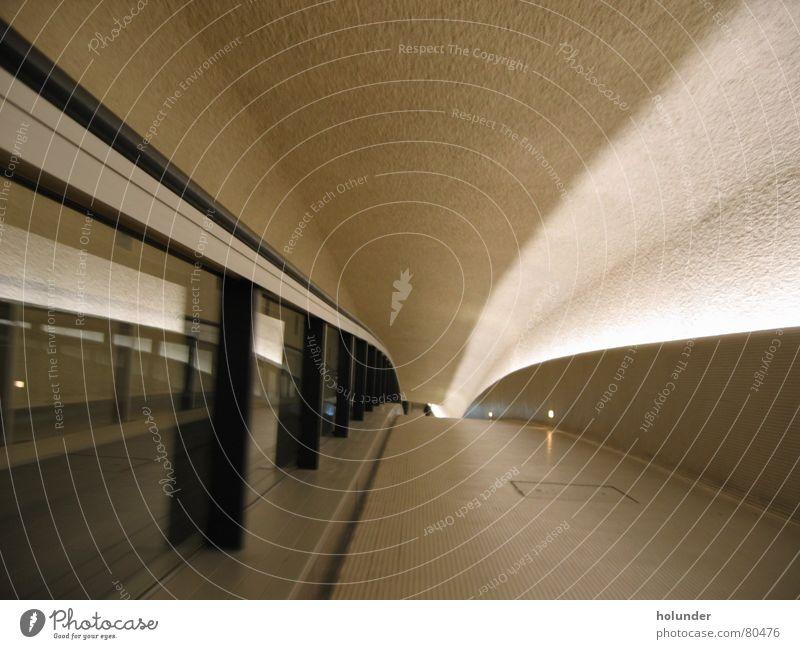 Paris Charles de Gaulle Rolltreppe Licht Reflexion & Spiegelung Innenarchitektur Architektur Flughafen Flucht