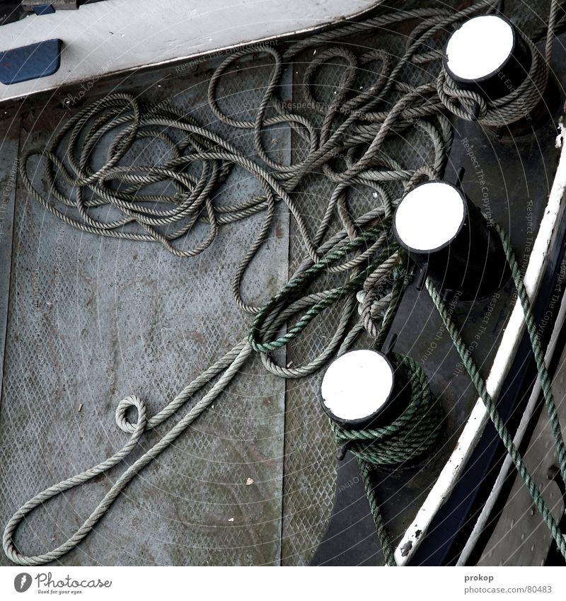 Drei Säulenheilige Binnenschifffahrt Wasserfahrzeug Stahl Schnur Oberkörper Vogelperspektive Seil chaotisch Sicherheit Poller Anlegestelle Liegeplatz