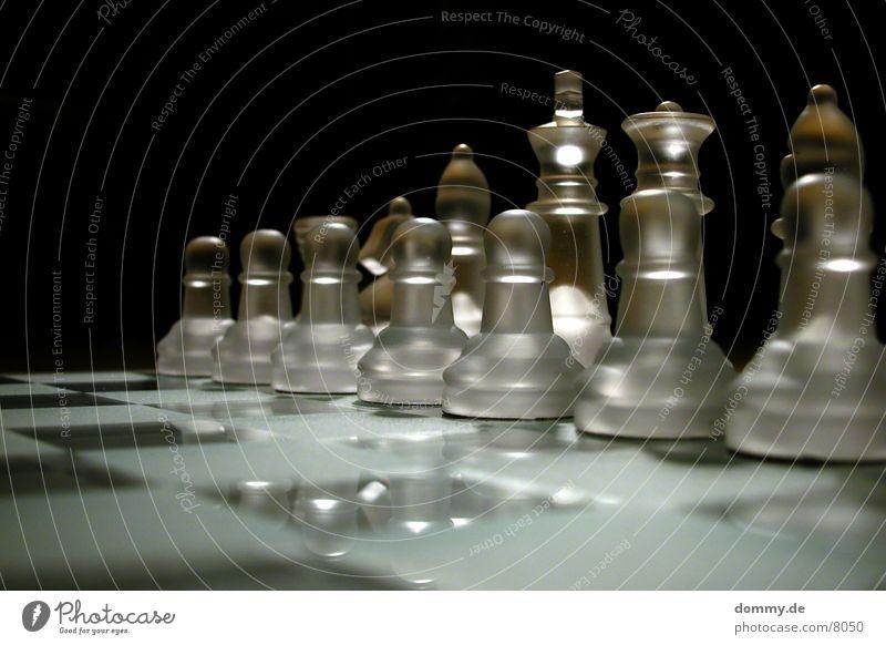 der Hof Glas Turm Pferd Dame König Läufer Schach Schachbrett Makroaufnahme