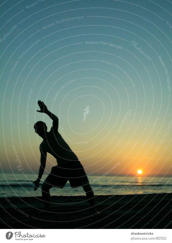 Hidden. Wasser Sonne Meer blau Strand schwarz gelb Sport dunkel Spielen hell schreien Frankreich Strahlung zyan Gruß