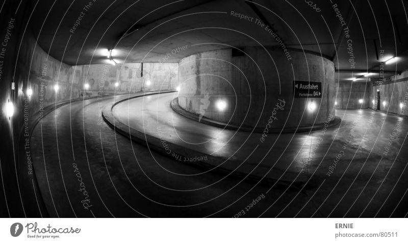 Cologne Underground 2 tief Köln Garage Tiefgarage Parkhaus Nacht Licht Neonlicht Beton Säule Lampe Stahl schwarz gekrümmt Fischauge Monochrom Verkehrswege