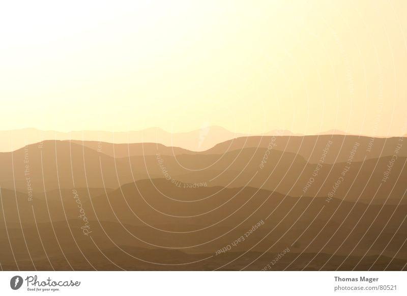 Wüste Ferne Aussicht Hügel dunkel Abend Ödland trist Sonnenuntergang Berge u. Gebirge Afrika Landschaft milchig Abenddämmerung Blick Perspektive Traurigkeit