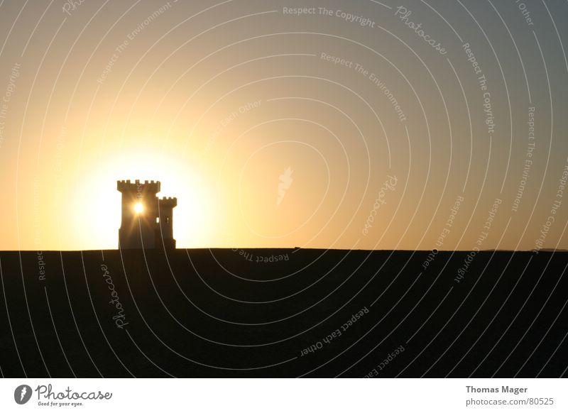 Lichtblick II Dämmerung Zeit Vergänglichkeit Abend Sonnenuntergang Turm Lichterscheinung Abenddämmerung Momentaufnahme