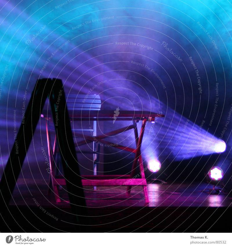 Probelauf (oder™ : Schlagzeugsimulation) blau dunkel Gefühle Musik Holz Stimmung Beleuchtung Nebel Tisch leer Kabel Stuhl Bodenbelag Show Konzert Licht