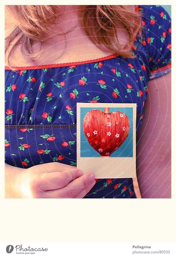 Herzschmerz Frau Liebeskummer Spielen mehrfarbig Gefühle Trauer Denken Hoffnung Farbe Polaroid Traurigkeit