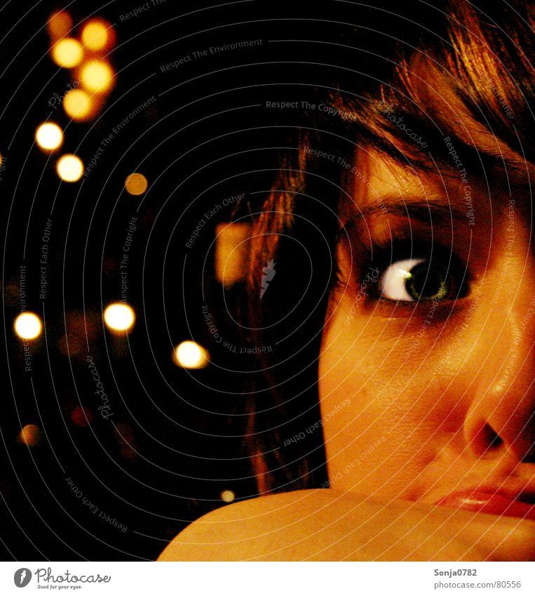 Eyecatscher_Fratze01 Frau grün schön weiß rot Freude Gesicht gelb Auge Wärme Gras lustig lachen Kopf Deutschland hell