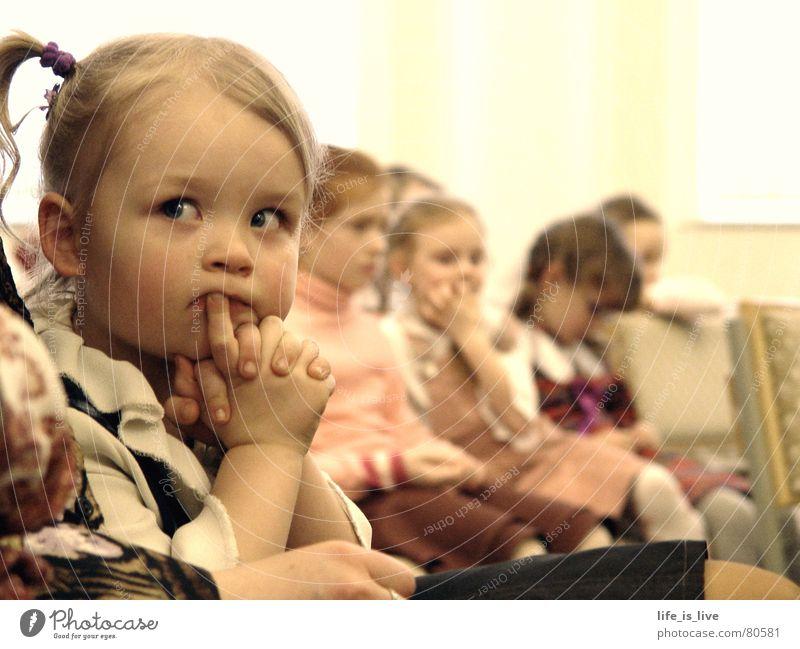 i_have_time Kind Zeit sitzen trist Frieden Konzentration Langeweile Wachsamkeit Momentaufnahme Nachkommen Gefühle Mensch