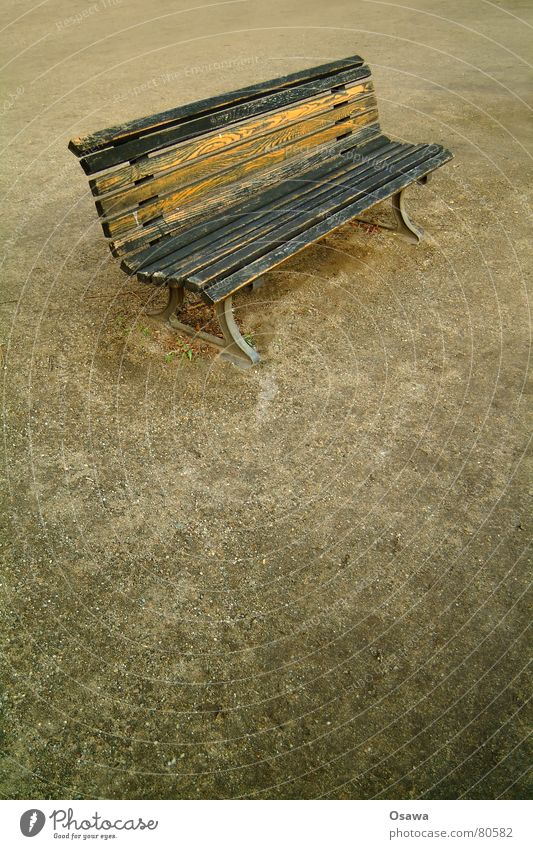 Bank kiesbedeckt Möbel Bürgersteig Park ruhig Kies Parkbank Sofa Straßenbelag Ruhemöbel Asphalt Erholung Kanapee ruhen Split Streusand Gasse Einsamkeit Liege