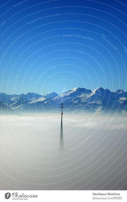 santa cruz heilig Kirchturm Nebel Ritter Schleier Gotteshäuser Nebelschleier Panorama (Aussicht) wolkenmeer nachbaur Berge u. Gebirge Rücken Spitze Turm Schnee