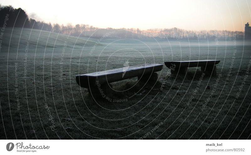 Bank am Morgen Stadion Allmend gefroren dunkel Stimmung Kanton Bern Nebel Traurigkeit