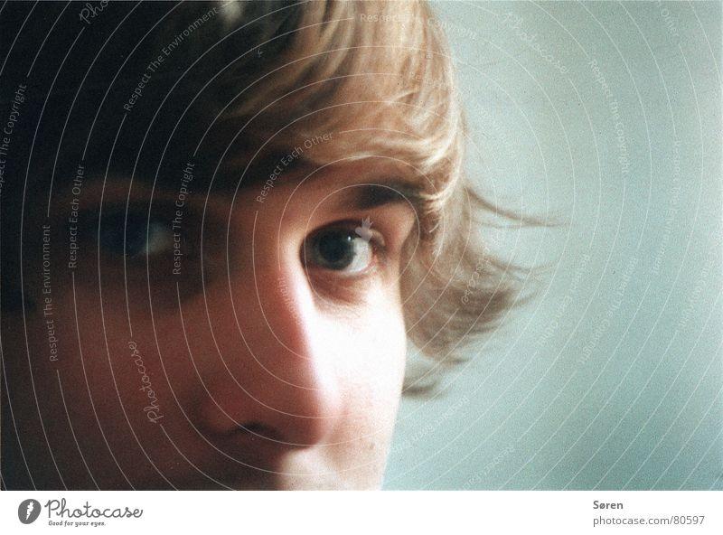 Hola Haarschopf Jugendliche Porträt Augenbraue Haare & Frisuren analog glänzend Pupille Haarsträhne Mann Denken Nasenloch Erholung Perspektive Mensch Blick