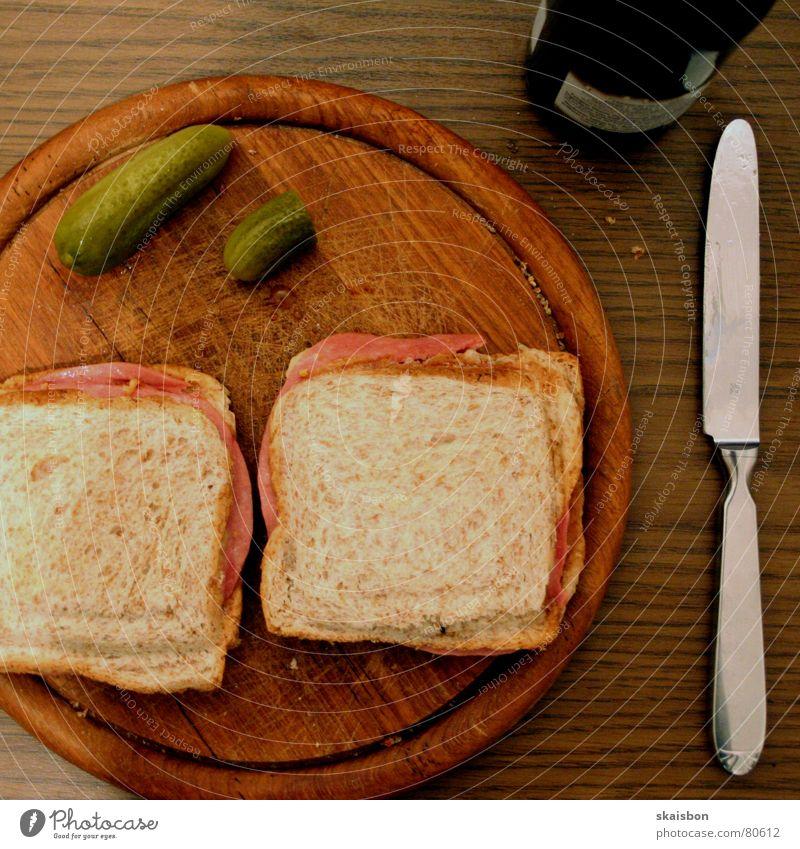 wg alltag I Lebensmittel Wurstwaren Käse Brot Ernährung Abendessen Fastfood Alkohol Bier Flasche Besteck Messer Tisch Wärme Holz genießen einfach frisch kalt
