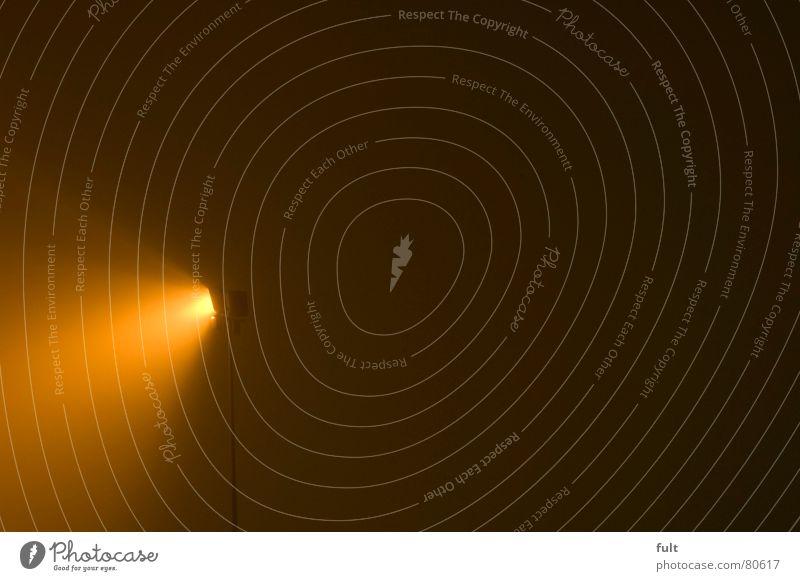 licht in sicht Licht Nebel Langzeitbelichtung Nacht dunkel ruhig Nebelschleier trist Flutlicht Schleier hell Nebellampe Scheinwerfer Beleuchtung Himmel trübung