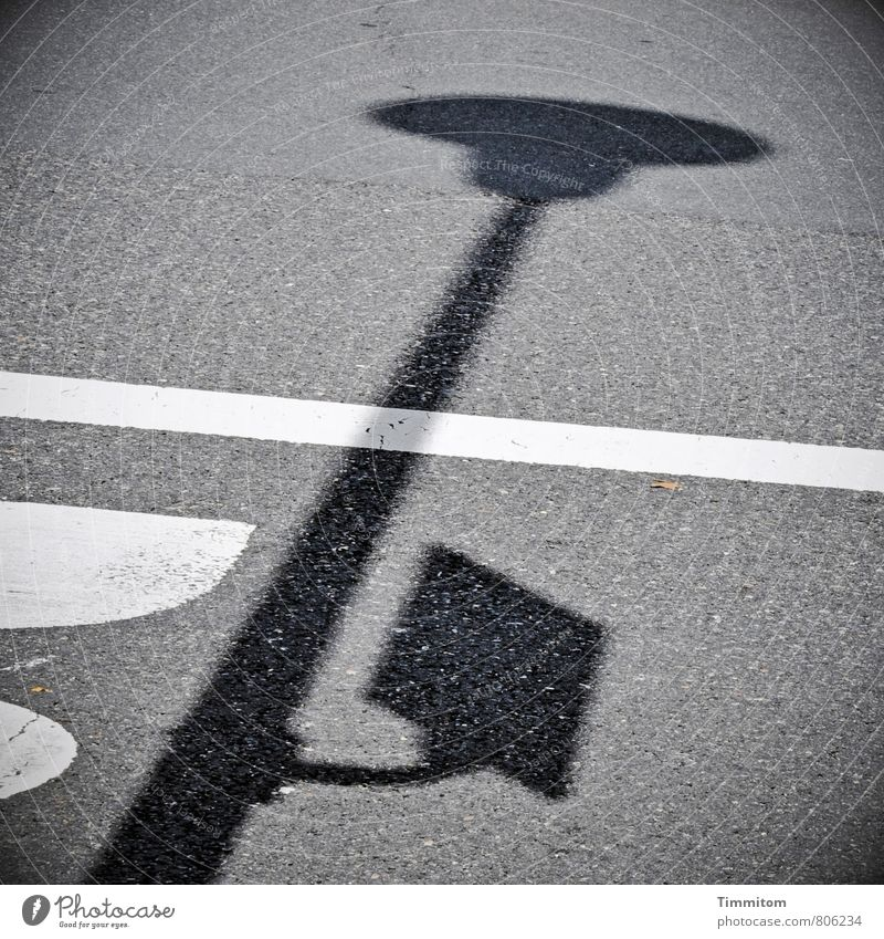 Guten Morgen! Verkehr Straße Zeichen Schriftzeichen Schilder & Markierungen stehen einfach grau schwarz weiß Gefühle Lampe Hinweisschild Schatten Linie