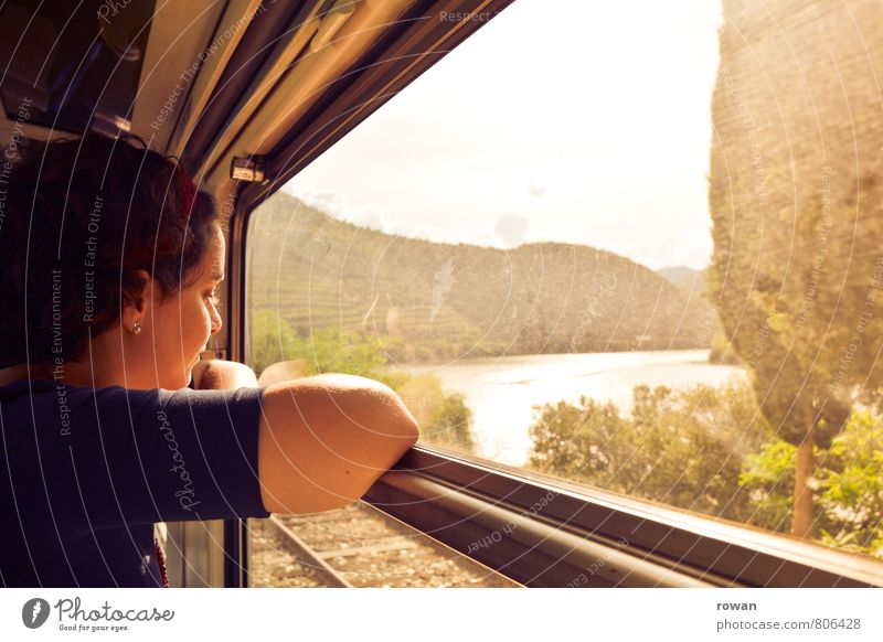 reisen Ferien & Urlaub & Reisen Tourismus Ausflug Abenteuer Ferne Freiheit Mensch feminin Junge Frau Jugendliche Erwachsene 1 Schienenverkehr Bahnfahren