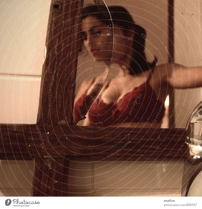 Mensch Frau schön Erotik dunkel Erwachsene Traurigkeit feminin elegant kaputt einzigartig Bad Fliesen u. Kacheln Leidenschaft Spiegel gruselig