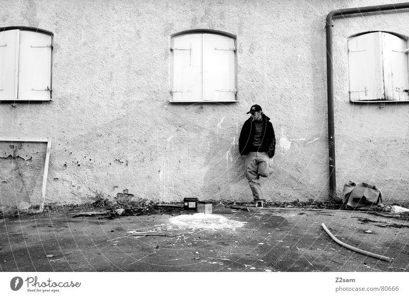 before the old baker III Mensch Mann alt Haus Farbe Wand Fenster Mauer Coolness stehen Rauchen Müll streichen Zigarette Fleck beweglich