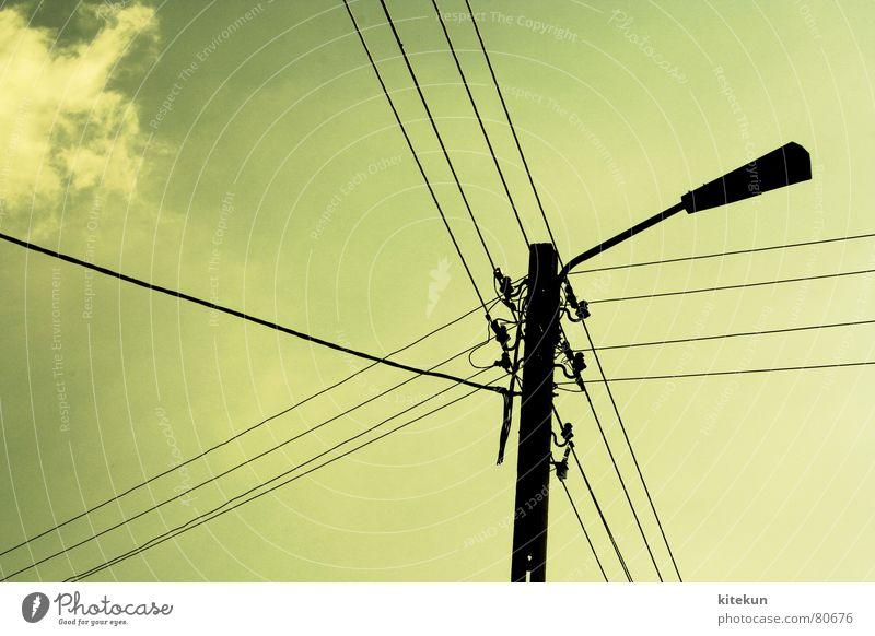 electricity no. 1 Elektrizität Lampe grün Wolken Licht Sommer Stromausfall Energiewirtschaft Hochspannungsleitung Industrie Leitung Rücken Schatten