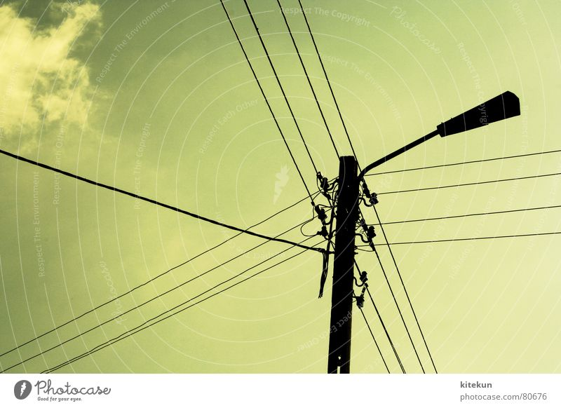 electricity no. 1 grün Sommer Wolken Lampe Rücken Industrie Energiewirtschaft Elektrizität Kabel Verbindung Leitung Hochspannungsleitung Leuchtkörper Stromausfall