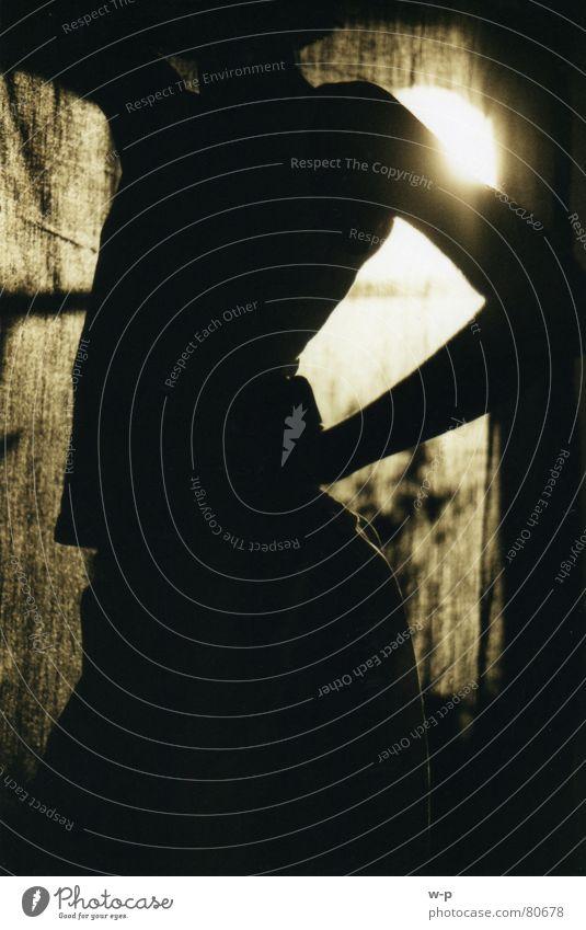 Silhouette Vorhang Körperhaltung Mensch schön Gegenlicht Sonne Schatten Sepia Schwarzweißfoto Profil