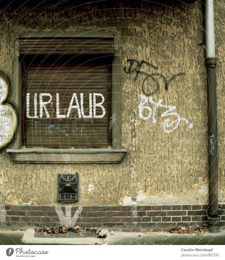Alltagssehnsüchte I Ferien & Urlaub & Reisen Freude Winter dunkel Fenster Traurigkeit Graffiti Herbst Berlin grau Deutschland gehen Regen trist Beton fallen