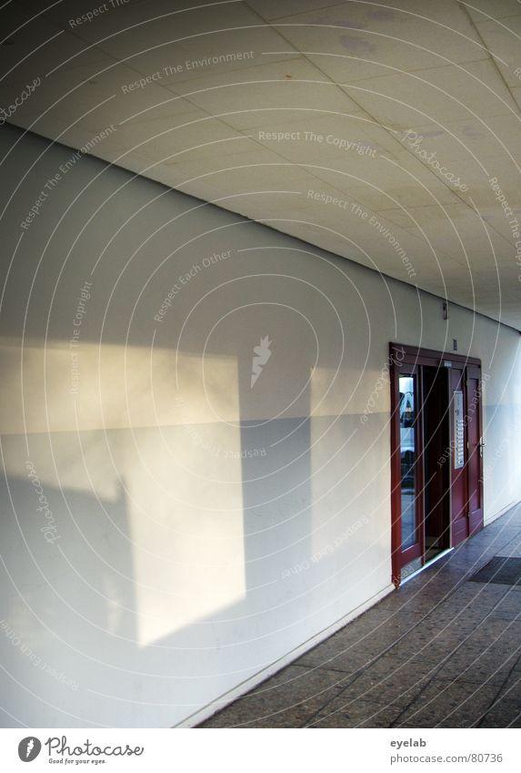 Exit Haus Gebäude Eingang Ausgang Wand Hochhaus Beton Holz grau Einsamkeit Hoffnung Holzmehl Häusliches Leben Langeweile lonelyness reflections Tür Glas Sonne