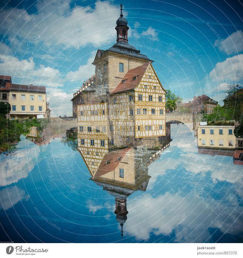 oben so unten Architektur Rokoko Wolken Frühling Schönes Wetter Bamberg Altstadt Fachwerkhaus Fassade Sehenswürdigkeit Wahrzeichen Rathaus außergewöhnlich