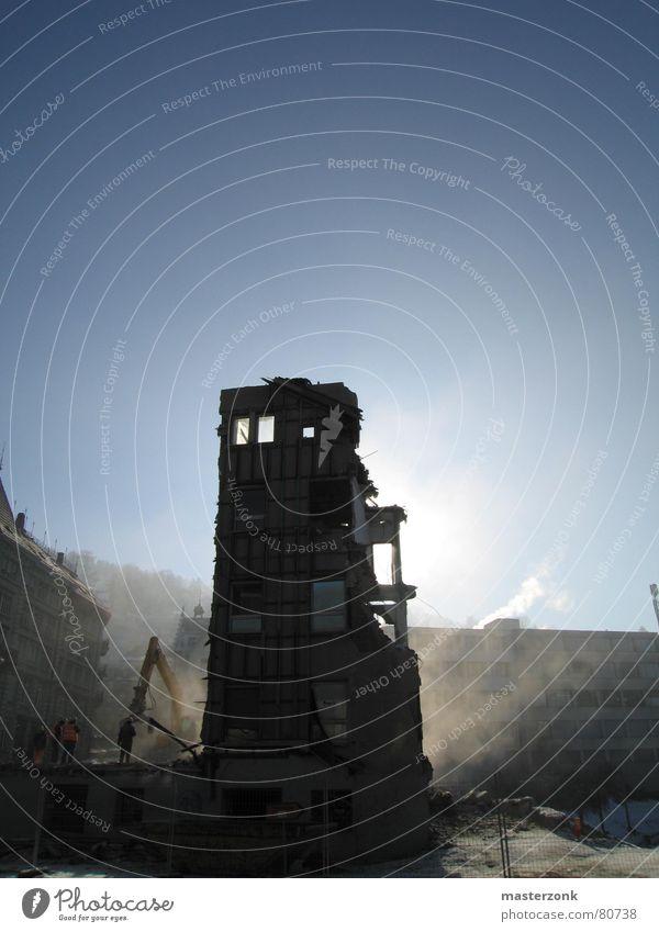 Ruine Sonne verfallen Kran Bauarbeiter Demontage Bagger