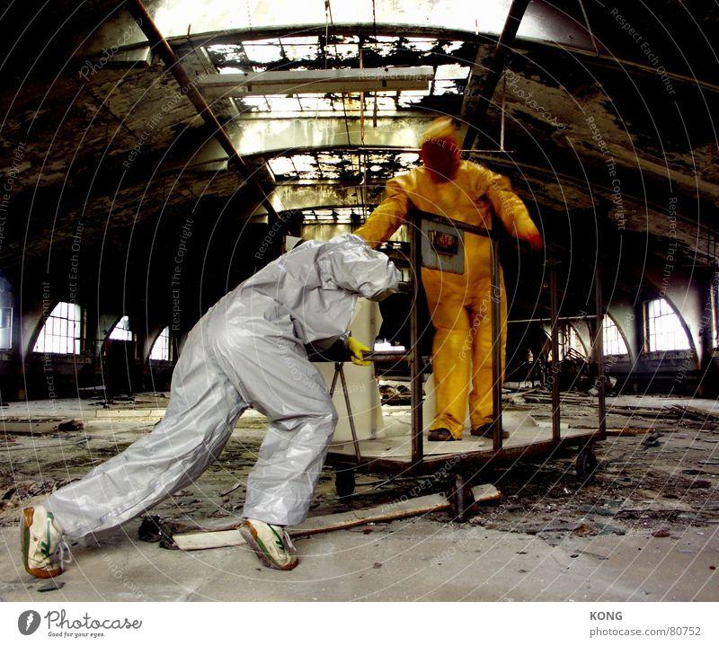 grau™ pushes gelb™ alt Bewegung gehen kaputt Güterverkehr & Logistik verfallen Anzug Verfall schäbig Lagerhalle anstrengen Mitarbeiter Arbeiter