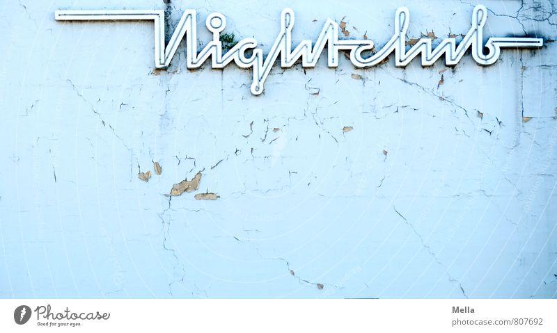Frisch wie der junge Morgen alt Stadt Erotik Wand Mauer Gebäude Zeit Stein Feste & Feiern oben Party Fassade trist Schriftzeichen kaputt Vergänglichkeit