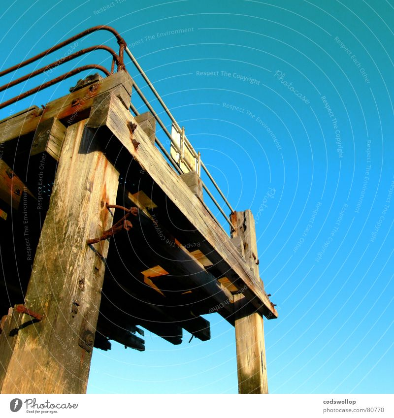 britania pier Anlegestelle Zaun Strand Sprungbrett England Great Yarmouth Himmel Küste historisch Hafen Pfosten Nordsee bolts platform boltzen railings sea