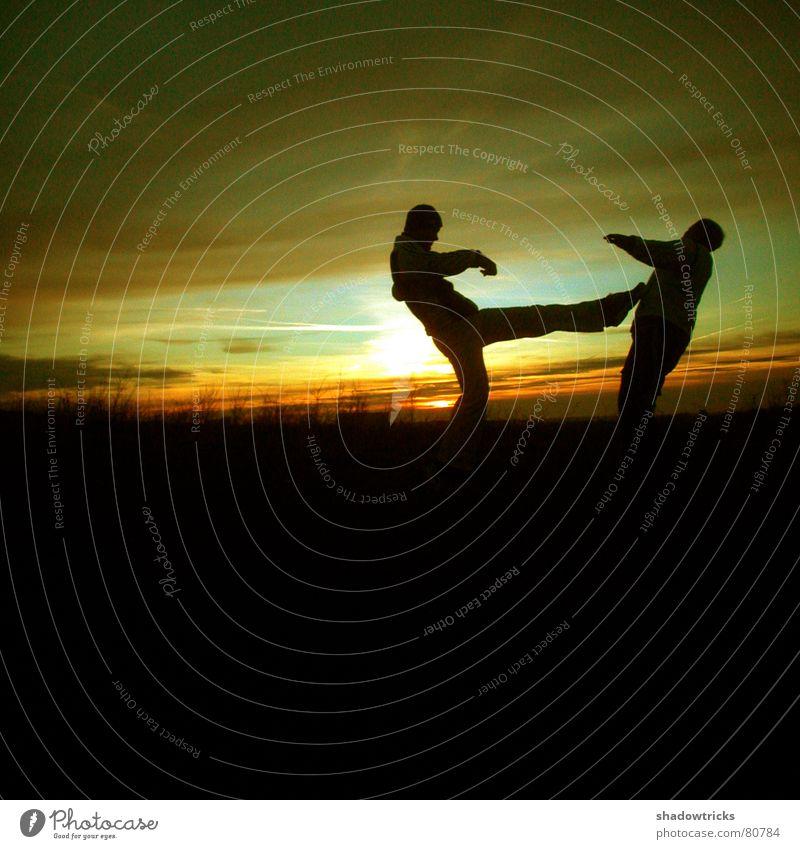 Capoeira - Trotz Kälte - Dia 2 springen grün gelb Fußtritt treten kämpfen Wolken Aussicht Panorama (Aussicht) Quadrat Sonnenaufgang Sonnenuntergang Gegenlicht