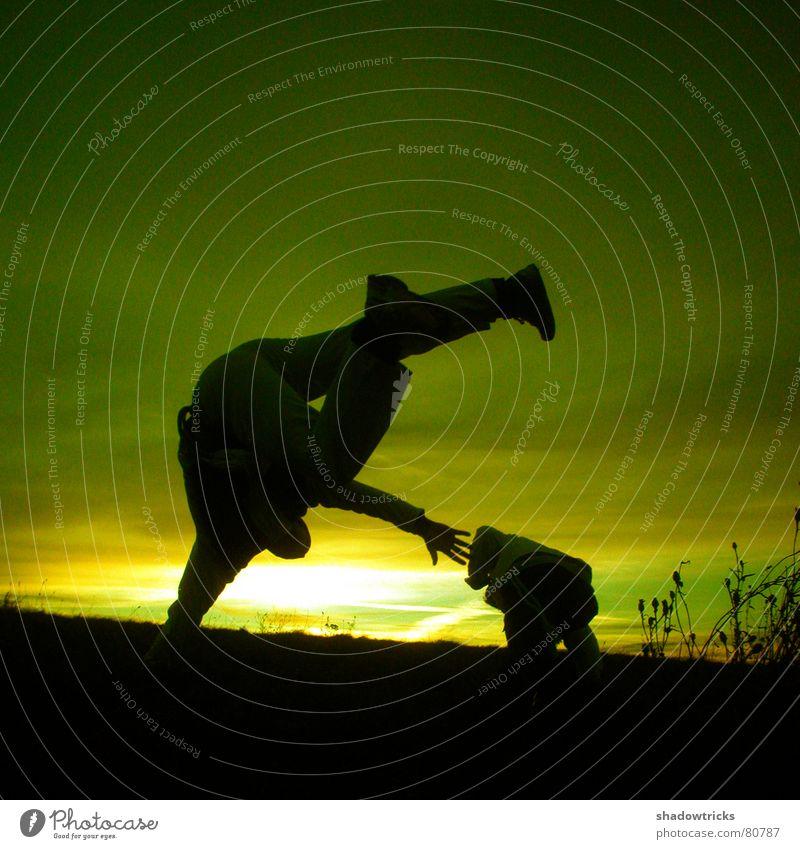 Capoeira - Trotz Kälte - Dia 1 springen grün gelb Fußtritt treten kämpfen Wolken Aussicht Panorama (Aussicht) Quadrat Sonnenaufgang Sonnenuntergang Gegenlicht