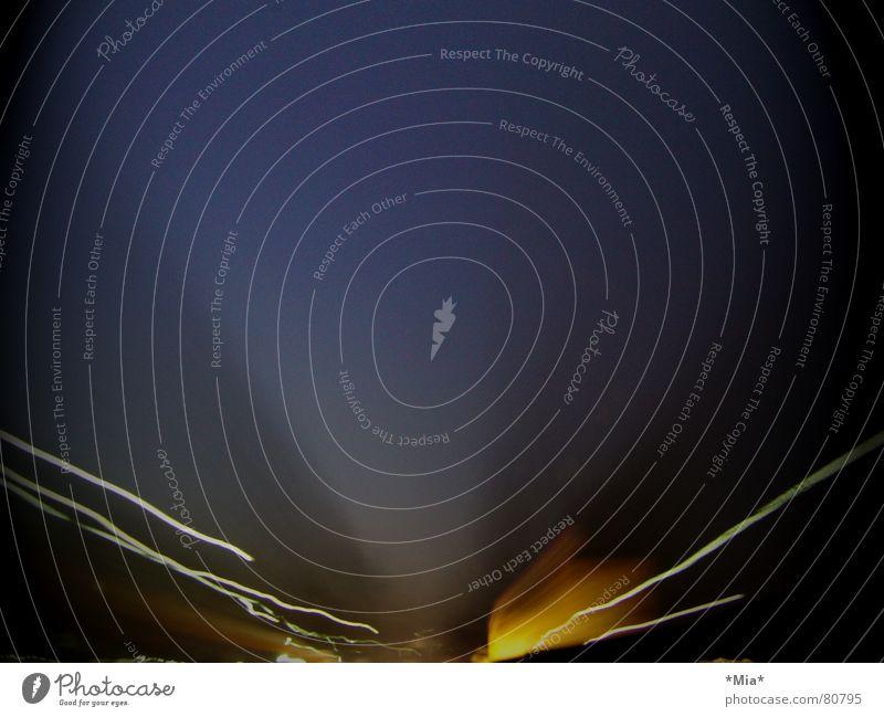 volle Fahrt voraus Nacht Geschwindigkeit dunkel unklar Langzeitbelichtung Außenaufnahme Farbe Licht Bewegung hell Freiheit
