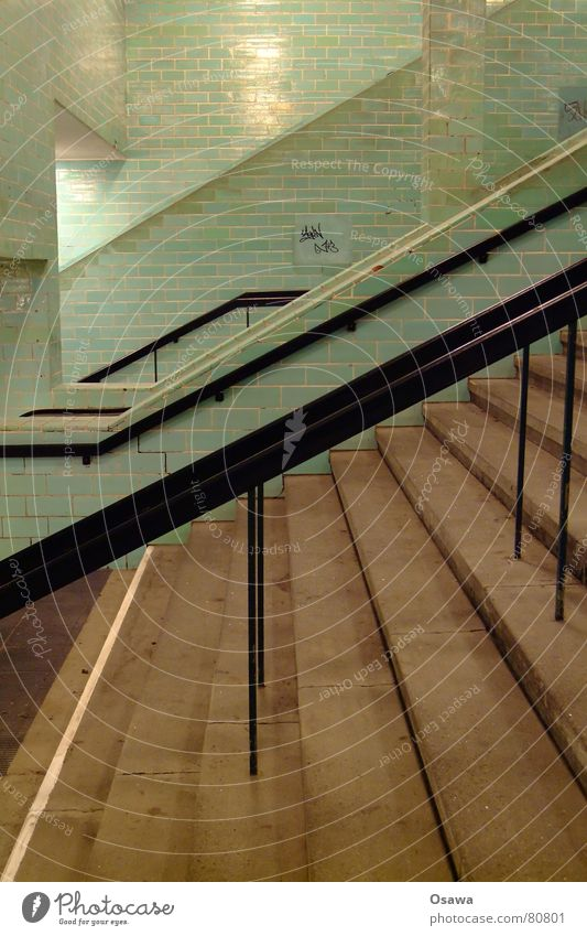 Alex Wand Mauer Treppe Fliesen u. Kacheln Station U-Bahn Bahnhof Leiter Geländer aufsteigen Untergrund Alexanderplatz unterirdisch Wandverkleidung